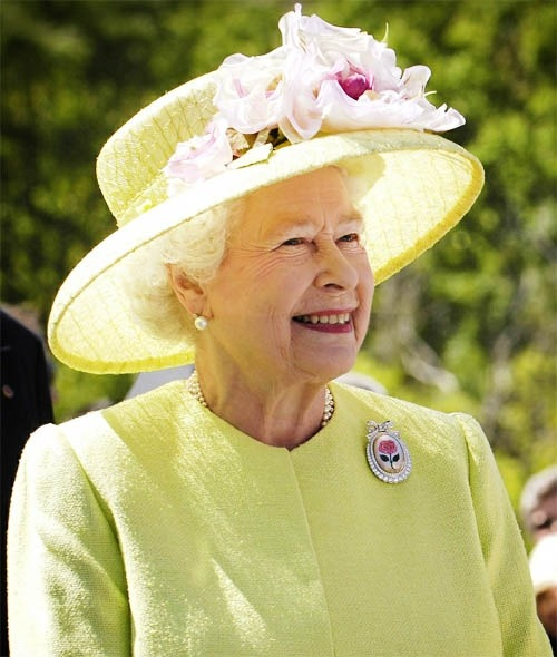 gorgeouspost:  Diamond Jubilee: London Celebrates Queen Elizabeth's 60 Years Reign Queen Elizabeth's Diamond Jubilee was a blast of celebrations all across Britain. That is how you deserved to be rewarded to be in the reign for sixty years.  Read More »