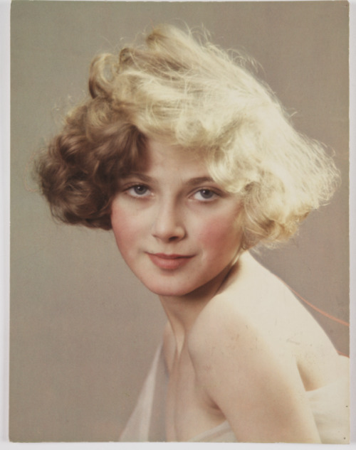 a Vivex colour photograph of a young woman, taken by Herbert Lambert in 1932.   i really want this hair like so badly