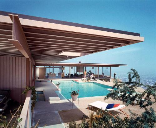 Photo by Julius Shulman.