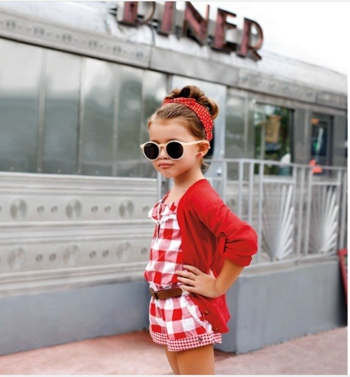 Cute retro mini-fashionista! via arirockabilly