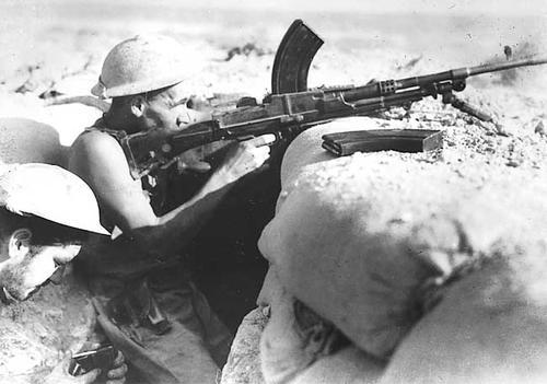 Australian troops in a foxhole with Bren gun near Tobruk, Libya, August 1941.