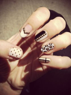 Black, white & gold nails by LJ (now doing nails at Pinky's Toronto!!)