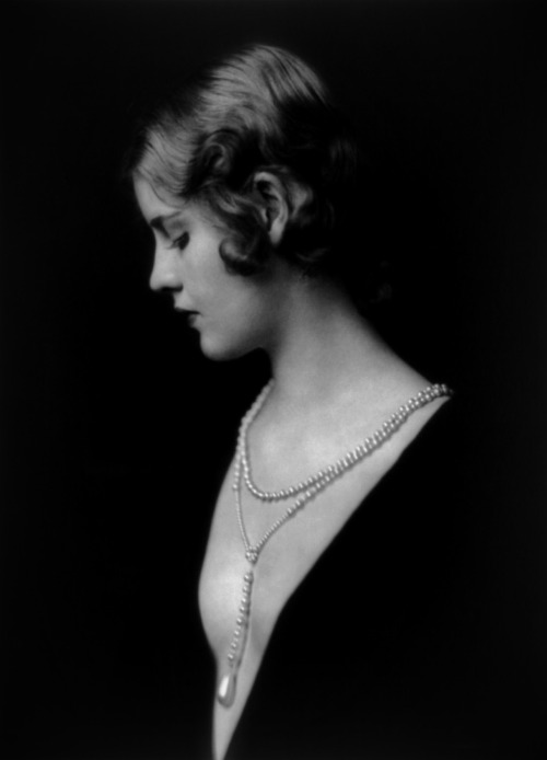Alfred Cheney Johnston, Caja Eric Ziegfeld, c. 1931.