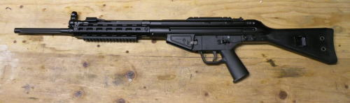 dirty-guns:  gunrunnerhell:  PTR-91 243 (This was a very limited production run variant of their normal .308 PTR-91's. Note the fluted barrel with no flash hider. Also the picatinny rail welded to the top of the receiver. Since .243's parent cartridge is .308, you can use the same G3 magazines.)  Ahhh! A .243!!