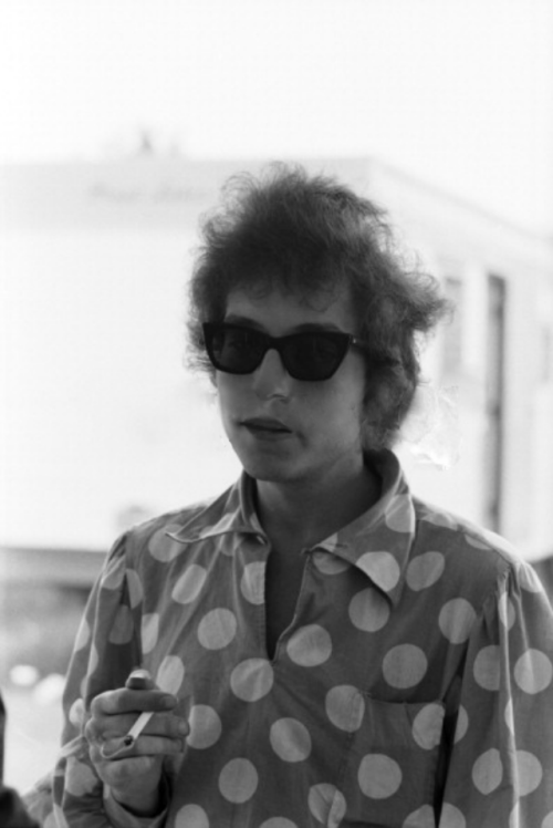 bobby-dylan:  Bob Dylan backstage at the Newport Folk Festival, 1965.