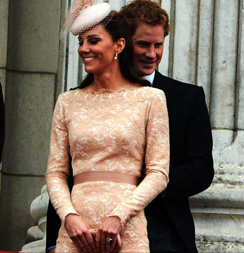 catherine-duchessofcambridge:  Is Harry's hand on her waist?