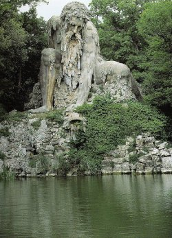 leapinthedark:  Giambologna's largest work, the mountain god, Appennino (1577) It sits outside of Florence, Italy.