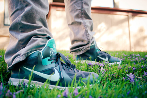 Kaleb Lane rockin his Lebron 9 low Easters in the grass. Real nice sneaker. Wish i copped.
