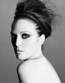 Julianne Moore by Michael Thompson for W magazine, 2006