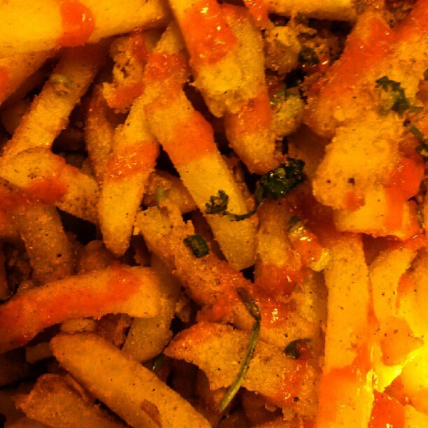 curry sriracha fries (Taken with instagram)