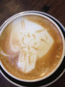 doctorwho:  TARDIS in a coffee laughterkey:  TARDIS coffee art