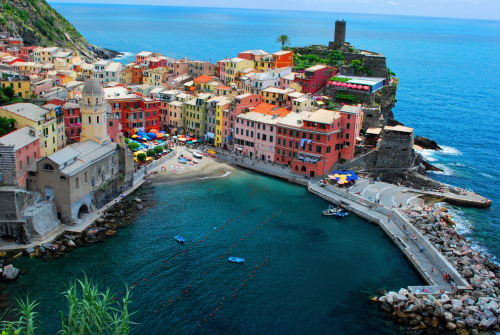 itsrobertoniggas:  Cinque Terre, Italy…I will be visiting you before I die.