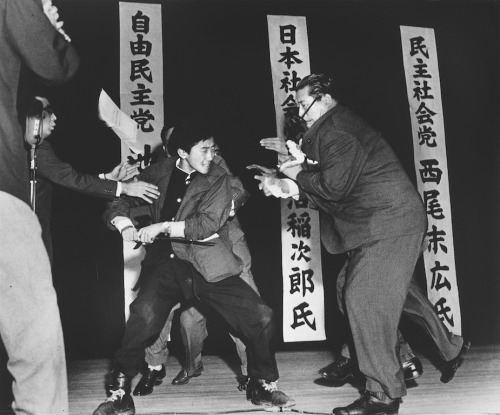 collective-history:  A right-wing student in Japan assassinates Inejiro Asanuma, Socialist Party Chairman, during his speech at the Hibiya Hall. (Yasushi Nagao/World Press Association)  one of the best photos ever