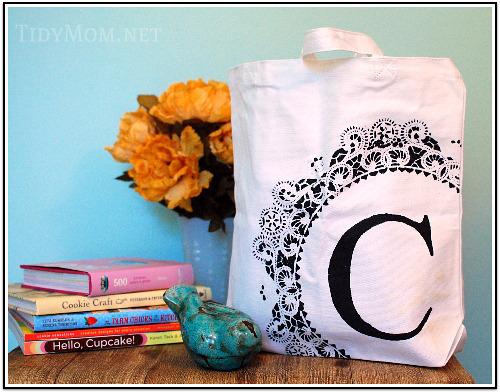 Make a personalised tote bag! Monogram Stenciled Canvas Bag Tutorial from Tidy Mom Follow Livfoxx
