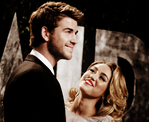 0beymayis:  perfy thw way she looks at him :')