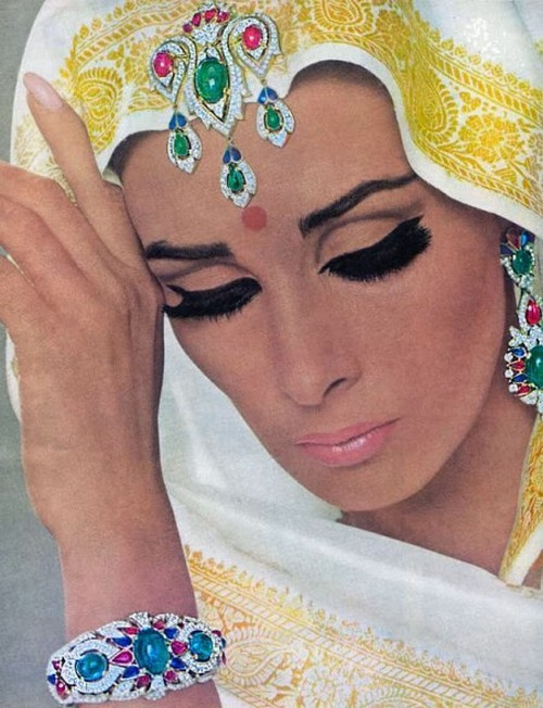 theswinginsixties:  Wilhelmina Cooper for Vogue, 1965.