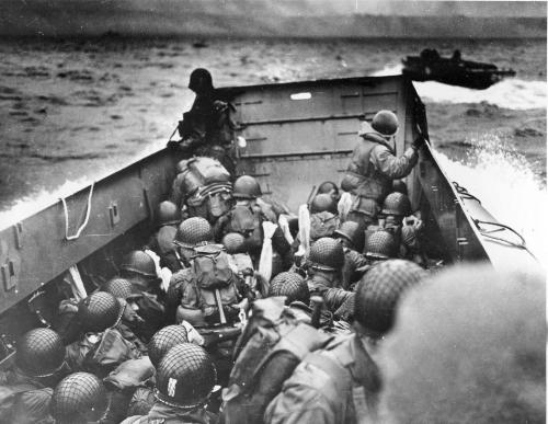 picturesofwar:  Allied troops approaching the shore of Normandy during the initial landings on June 6, 1944.
