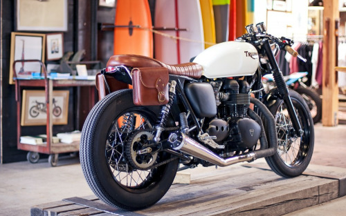 racecafe:  ironandair:  The Inlander - 900cc #Triumph #Bonneville custom by Deus.   MR a Deus ex em dam machina!
