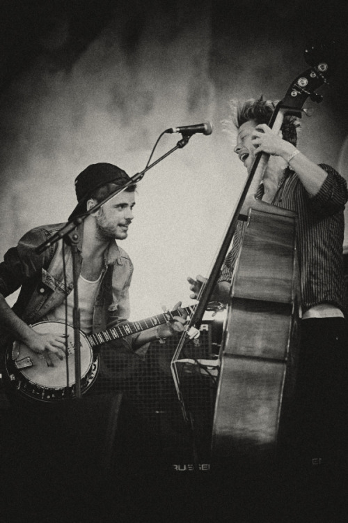 Winston Marshall and Ted Dwane of Mumford & Sons perform at Pinkpop on May 28, 2012. Photo courtesy of 3FM.
