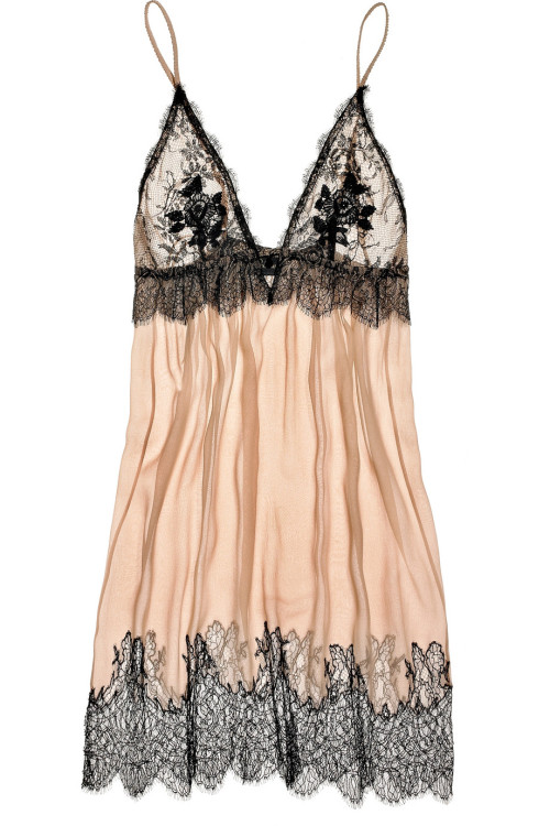 peachylingerie:  Lace-trimmed chemise by Jenny Packham!