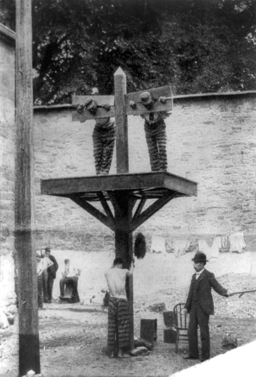 Prisoners at a whipping post in a Delaware prison, 1907