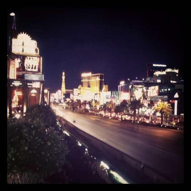 #vegas #strip #vegasstrip #road #street #slowshutter  (Taken with Instagram at New York-New York Hotel & Casino)