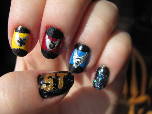 A friend asked me to do Star Trek nails for him so this was what I came up with.  I've never seen any Star Trek things ever so I don't know if I did this right but I hope I did.
