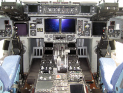 flight deck of a USAF C-17 Globemaster