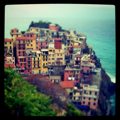 jarrarddesign:  Manarola, La Cinque Terre; I took a nice albeit short little trip here. I'm planning on visiting again ASAP.