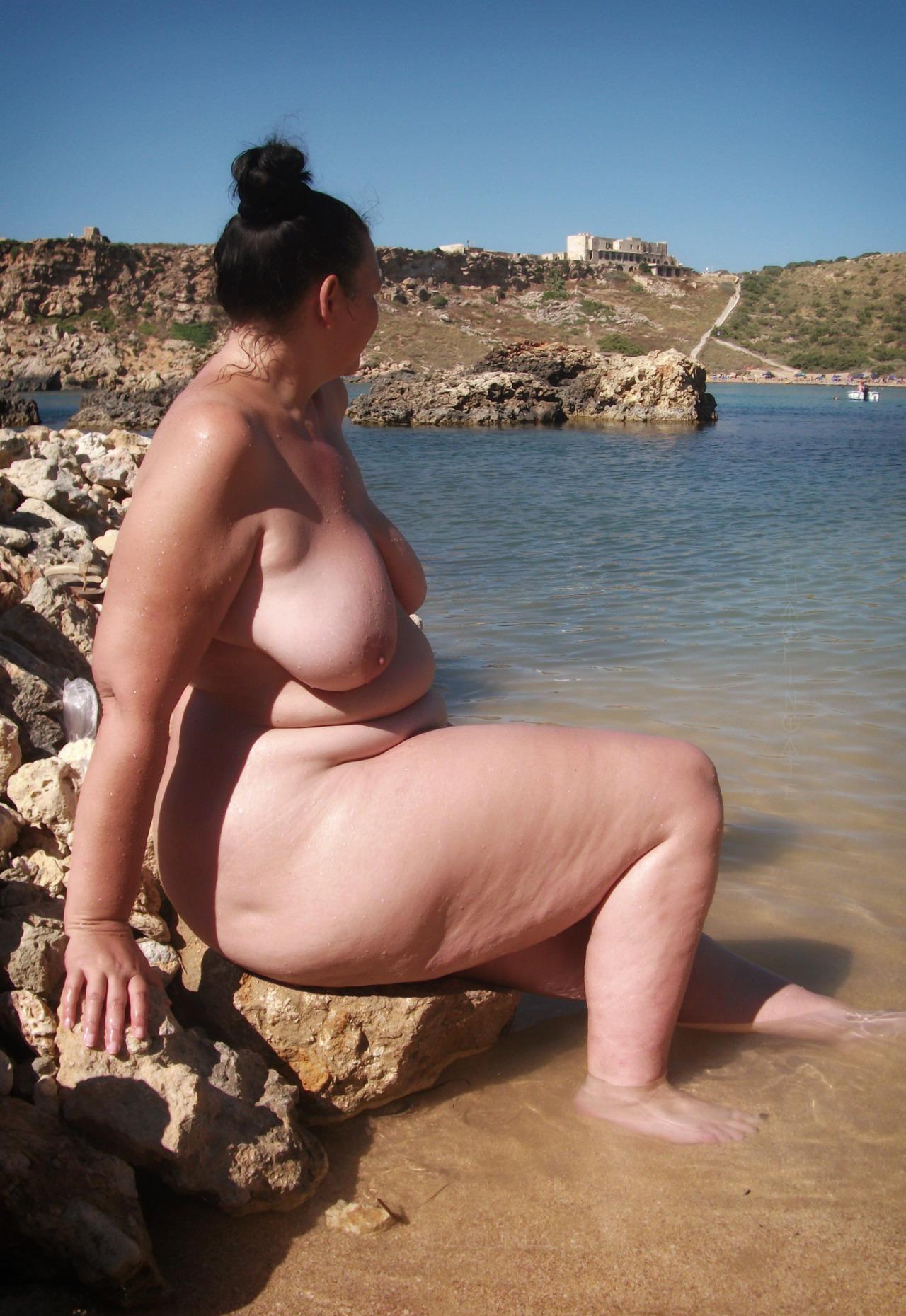 ass Wide hips mom flashing