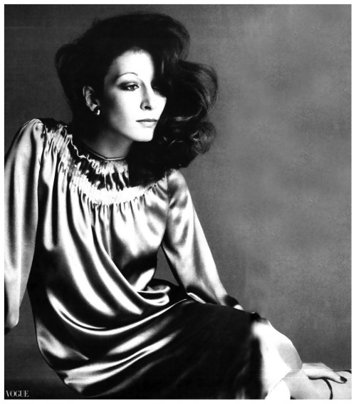 hoodoothatvoodoo:  Anjelica Huston by Richard Avedon, 1974