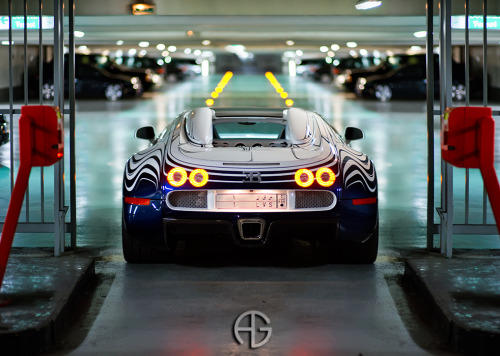 Bowling alley Starring: Bugatti Veyron Grand Sport L'Or Blanc (by A.G. Photographe)