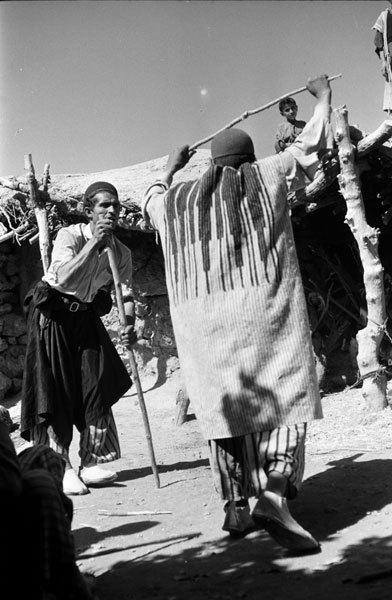 Choob Bazi - playing with stick, game of Lorestan, Iran - چوب بازی (via: artinparsi)