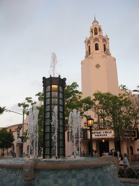 fuckyeahdca:  Carthay with Fountain by krisjaus on Flickr.