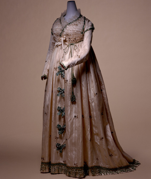 omgthatdress:  Round Gown 1795 The Kyoto Costume Institute