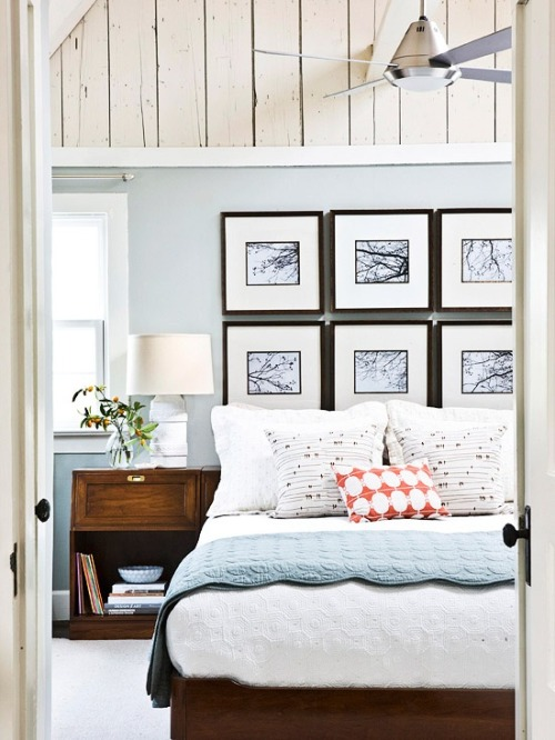 Light and breezy beach cottage bedroom (via Comfy Cozy Bedrooms)