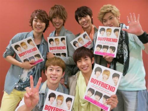 "bestfriendloveboyfriend:  BOYFRIEND'S JAPAN OFFICIAL TWITTER UPDATE (120606)  BOYFRIEND Official ‏@officialBFjp 祝☆日本限定盤「We are ""BOYFRIEND""」発売!初回限定盤を手に、笑顔のBOYFRIENDメンバーです。YouTubeには動画コメントが届いていますので、要チェックですよ^^ youtu.be/DuJ7vY-JJzQ source: @officialBFjp [TRANS] [WE ARE BOYFRIEND] Japanese limited edition. if you get the limited edition, there's a smile from boyfriend. Go make (video) comment on our youtube channel^^ youtu.be/DuJ7vY-JJzO translation by: fyeahjeongmin (tumblr)"