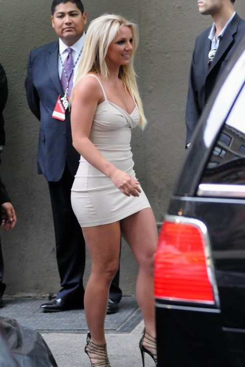 Britney Spears leggy & busty in mini dressfree nude picturesLink to photo & video: bit.ly/JgYTqk