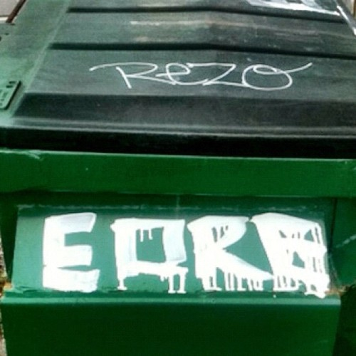#REZO #EORE #tags #dumpster #streetart #drippy #drip #graffiti #hollyhood  (Taken with Instagram at The Goddess Store)