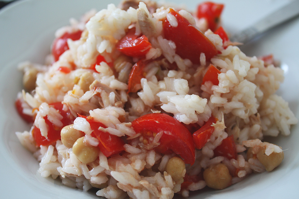 onlyhealthyfood:  Today's lunch: Rice with tomatoes, chickpeas and tuna :) I know I've been eating pretty much the same over the last couple of days. But when I am in the city I always try to spend as little money as possible on groceries :)