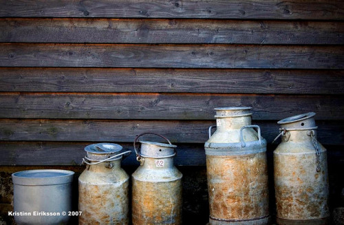 valscrapbook:  The old milk containers by Merkisteinn on Flickr.
