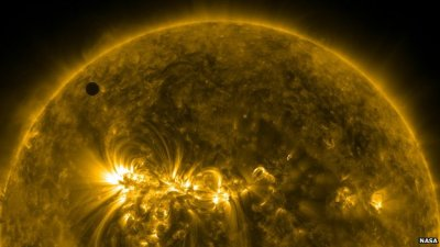 (via BBC News - Venus makes rare trek across Sun)