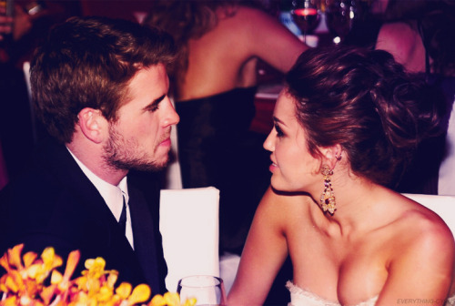 xoxrachel:  sparksflyintothenight:  After 3 years of dating, Liam Hemsworth proposed to Miley on May 31st 2012.Congratulations !!!   there so cute together <3