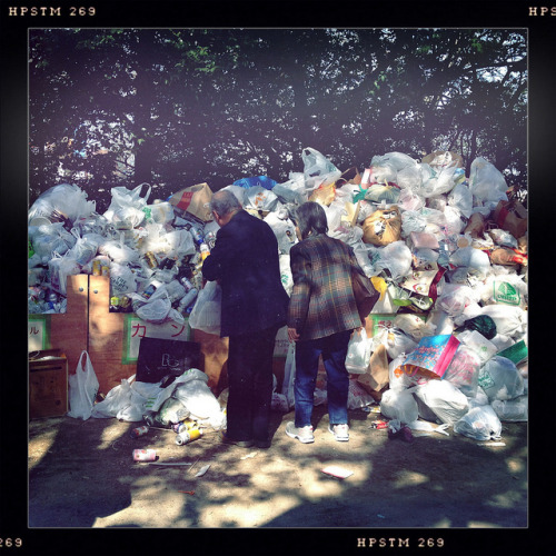 Asukayama Park (The Rubbish of After HANAMI Party) on Flickr.