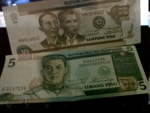 Old #5peso and #10peso bills. Found these in my old wallet :D