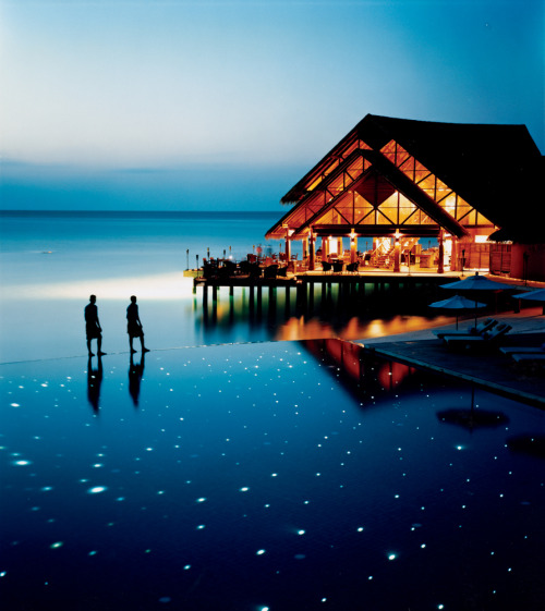 condenasttraveler:  Low on the Water | Fuddan Fushi Grill, Anantara Resort, Maldives  wanna go there as honeymoon…<3