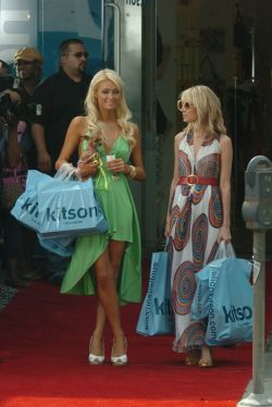 "Paris Hilton filming in ""the simple life""free nude picturesLink to photo & video: bit.ly/JhCuZZ"