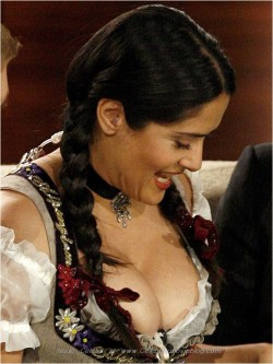 Salma Hayek paparazzi nipslip photosfree nude picturesLink to photo & video: bit.ly/IM8IH6
