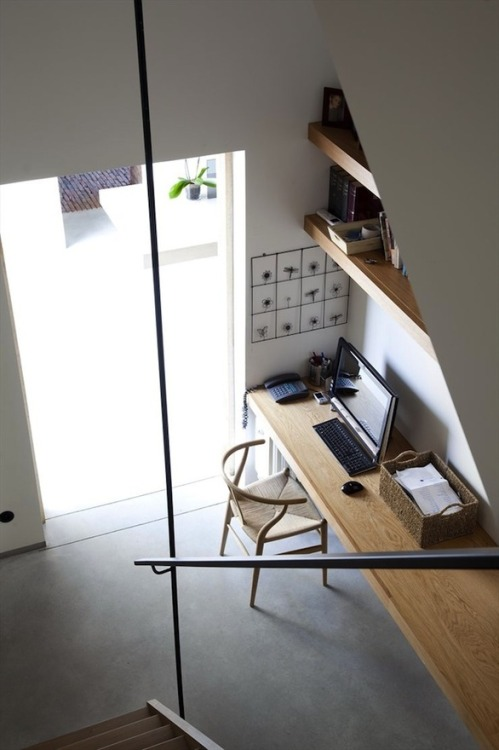 myidealhome:  plain workspace (via Valentina / Pinterest)