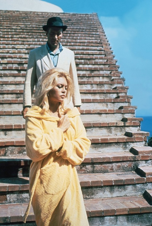 waltdisneywithblood:  Brigitte Bardot and Michel Piccoli in Le Mépris (1963, dir. Jean-Luc Godard). (Via)